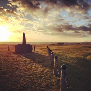 Karl den XII:s landstigningsmonument passerar ni precis vid västra delen av Trelleborgs golfklubb.